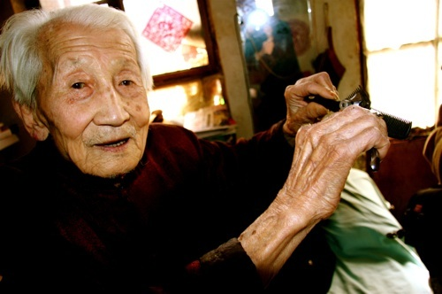 Beijing's oldest barber Grandpa Jing